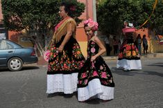 How a remote town in southern Mexico reinvented sex and gender Men Wearing Skirts, Gender Nonconforming, Womanless Beauty Pageant, Culture, Feminism, Boy Or Girl, Girly, Clothes For Women, Mexico