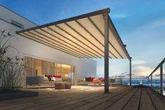 Die reißfeste, licht- und regendichte PVC-Bespannung kann wie ein Cabrio nach Belieben geöffnet und geschlossen werden. Foto: Weinor