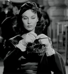 SimplySassy: normajeaned: Vivien Leigh in Waterloo Bridge...
