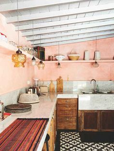 Scandinavian home inspiration to improve your house. This is simple scandinavian home decoration ideas javgohome-Home Inspiration Scandinavian Home Inspiration Ideas Pink Kitchen Decor, Farmhouse Kitchen Decor, Kitchen Colors, Kitchen Interior, New Kitchen, Kitchen Ideas, Kitchen Wood, Kitchen Shelves, Pink Kitchen Walls