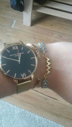 5ee5866c484 Bracelet doré bleu gris avc un objet central