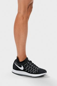 The Nike Air Zoom Structure 19 Women's Running Shoe has visible details that put in work — the cushioned sole is responsive and supportive while the Flywire cables give a locked down fit and the mesh material keeps your feet cool.