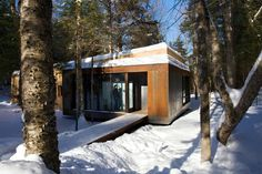 La Luge, a contemporary ski cabin by Yiacouvakis Hamelin Architectes