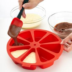 Chocolate cake or vanilla cake....why choose? This individual cake slice mold you can have the best of both worlds!