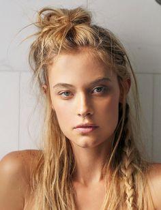Natural makeup for blondes.