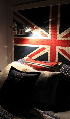 DIY - Union Jack Pegboard Headboard bed made from expedit