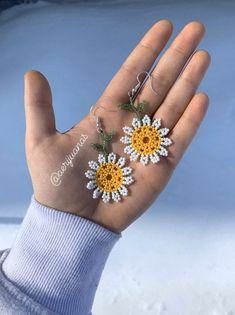Fuchsia, black, and pearl seed bead earrings. Beaded Jewelry Designs, Seed Bead Jewelry, Seed Bead Earrings, Flower Earrings, Beaded Earrings, Earrings Handmade, Beaded Bracelets, Diy Jewelry, Jewelry Ideas