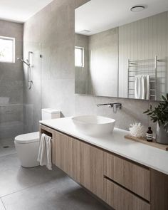 36 Tips for Choosing the Right Bathroom Tile Designs, Trends & Ideas bathroomtiles bathroomtilesideas 799459371336648811 Bathroom Tile Designs, Bathroom Trends, Modern Bathroom Design, Bathroom Interior Design, Bathroom Renovations, Bathroom Ideas, Bathroom Organization, Remodel Bathroom, Modern Bathroom Furniture