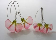 Pretty, delicate pink and green flower earrings made with polymer clay - groß und klein zusammen