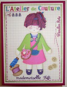 Mademoiselle Fifi ist eine Puppe zum selber nähen. Fifi ist ab sechs Jahren geeignet. Der Schwierigkeitsgrad dieser Puppe ist SCHWER. Die Anleitung zu nähen ist auf Französisch. Alle Materialien dieser Puppe sind vorhanden. Ihr Kind kann direkt anfangen zu nähen.