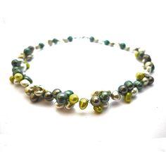 Green freshwater pearls necklace different greens and door deBATjes