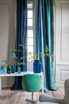 From detailed, illustrated new wallpapers to vibrant paint colours and punchy tiles, here are the new wallpaper collections your walls can get excited about Living Room Accents, Living Room Sets, Living Spaces, Designers Guild, Tricia Guild, Vert Turquoise, Art Deco Decor, Room Decor, Leather Sectional Sofas