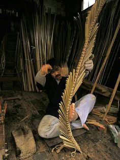 Original way of making bamboo bows that are used by samurai