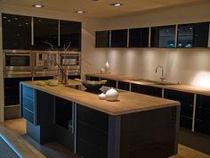 Cozinha americana - preta e madeira