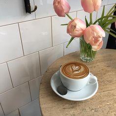Фото и видео, сделанные в месте «Boot Café», в Instagram