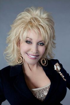 Dolly Parton Rumored To Headline 2014 Glastonbury Festival Medium Hair Cuts, Medium Hair Styles, Curly Hair Styles, Short Shag Hairstyles, Layered Haircuts, Pretty Hairstyles, Sassy Hair, Dolly Parton, Hair Dos
