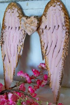 Pink rusty metal angel wings with heart shabby chic cottage wall decor sculpture home decor Anita Spero Shabby Chic Pink, Shabby Chic Cottage, Shabby Chic Decor, Shabby Chic Angel Wings, Diy Angels, Pink October, Angel Drawing, White Wings, Rusty Metal