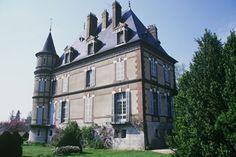 Le poète Patrice de la Tour du Pin a longtemps vécu au château de Bignon-Mirabeau où sa famille s'installa.