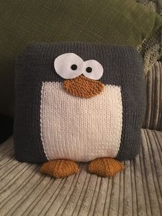 Most current Photographs knitting projects animals Strategies Penguin cushion knitting project by Lisa C : Penguin cushion knitting project by Lisa C Crochet Cushions, Crochet Yarn, Knitting Yarn, Baby Knitting, Knitting Patterns, Crochet Penguin, Animal Cushions, Dmc Cross Stitch, Knit Pillow