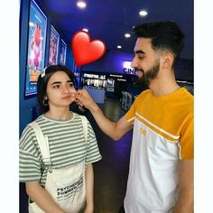 Love Cartoon Couple, Cute Love Couple, Cute Couple Pictures, Friend Pictures, Romantic Couples Photography, Couple Photography Poses, Couple Photoshoot Poses, Couple Posing, Cute Couple Selfies