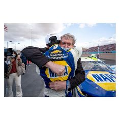 """NASCAR on Instagram: """"NASCAR's Best Photos: Chasing championships. @whynotalvarez captured @chaseelliott9 and his father, Bill Elliott, sharing an emotional…"""" Bill Elliott, Chase Elliott, Nascar, Cool Photos, Father, Instagram, Pai"""