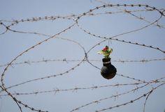 Em Israel granadas viram símbolos de vida e esperança - Stefany