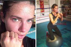 """""""Zurück in den Box-Dschungel"""", schrieb Adriana Lima Ende Juli 2013 auf Instagram und postete dazu die Beweisbilder. Boxen mal anders: Das Model kniete während ihres Box-Trainings auf einem Gymnastikball. Das war wohl ganz schön intensiv, wie das Nachher-Bild der brasilianischen Schönheit beweist. Das zeigt sie nämlich ziemlich verschwitzt! Auch beim Boxen selber ging das Model richtig zur Sache und hielt am Ende demonstrativ ihre aufgerissenen Knöchel in die Kamera – Autsch!"""