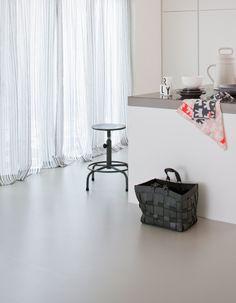 De mooie, natuurlijke laminaat vloeren van vtwonen in de kleuren Loft: graniet, grijs, rots en kiezel.
