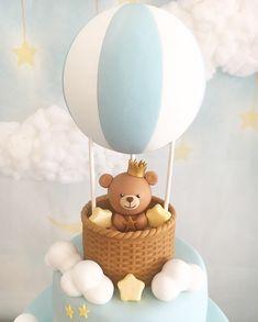 Teddy Bear on a Hot Air Balloon Cake for Baby Showers Torta Baby Shower, Tortas Baby Shower Niña, Baby Birthday Cakes, Baby Boy Cakes, 1st Boy Birthday, Teddy Bear Baby Shower, Baby Boy Shower, Baby Showers, Hot Air Balloon Cake