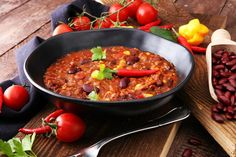 Chili is one of those meals that has endless adaptations and this pumpkin flavored chili is no different. Enjoy this delicious meal with the family tonight! Chili Recipes, Paleo Recipes, Chili Toppings, Pumpkin Chili, Carne Picada, Stuffed Sweet Peppers, Soups And Stews, Meal Prep, Healthy Eating