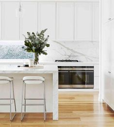 Scene-stealing marble is the hero in this stunning Hamptons-style kitchen, paired perfectly with classic, panelled cabinetry to complete… Home Decor Kitchen, Interior Design Kitchen, Home Kitchens, Küchen Design, Home Design, Contemporary Kitchen Cabinets, Kitchen Benches, Design Furniture, Kitchen Countertops