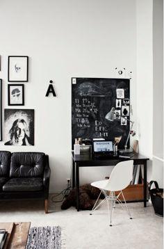 shaggy dog accents the room :) (Valmis työtila - Likainen Parketti) Home Design, Design Design, Design Ideas, Creative Design, Black And White Office, Black White, Black Desk, Dark Grey, Dark Brown