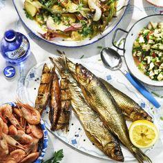 Rökta räkor och rökt fisk med rostad potatissallad och äppelsalsa Prawn, Shrimp, Smoked Fish, Scampi, Seafood, Country, Sea Food, Rural Area, Country Music