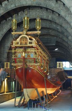 The Real, built in Barcelona at the Royal Shipyard, was the largest galley of… Battle Of Lepanto, Bateau Pirate, Old Sailing Ships, Remo, Maritime Museum, Yacht Boat, Spain And Portugal, Ship Art, Wooden Boats