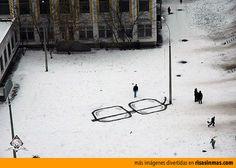 Arte callejero con una farola.