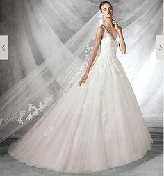 my weddingdressが決まりました♡ *  #pronovias の #tiare  (画像は公式HPからお借りしました) *  繊細なレースとパールのビーズの刺繍が素敵だなと思って試着したら、お直しが全くいらないジャストサイズ✨へんてこりんひょろひょろ体型の私には奇跡✨ *  中に履くパニエ次第でかわいさも美しさも出すことができる♡ *  背中ががっつりあいてるけど上質な生地のおかげで品があるし、Vネックはウェディングドレスの今秋のトレンドといわれているから、ミーハーな私にはそこもポイント高い。笑 *  せっかく素敵なドレスを手に入れたのだから可能な限りたくさん着よう♡ #小物合わせ も楽しみだなあ♡ * * * #weddingdress #ウェディングドレス #wedding #dress #プレ花嫁 #花嫁準備 #プロノビアス #結婚準備 #2016秋婚 #婚約中 #myweddingdress #ホテル婚 #happy #engaged