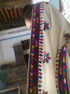 Embroidery On Kurtis, Kurti Embroidery Design, Hand Work Embroidery, Embroidery Dress, Pakistani Mehndi Dress, Pakistani Dress Design, Dress Neck Designs, Salwar Suit Neck Designs, Dandiya Dress