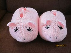 Ravelry: Pudgy Piggy Slippers pattern by Red Heart Design Team Crochet Pig, Crochet Shoes, Crochet Baby Hats, Crochet Slippers, Crochet For Kids, Diy Projects To Try, Crochet Projects, Boot Cuffs, Baby Gifts