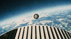 Uit de film Interstellar. De aanstuwing wordt losgekoppeld nadat de dampkring is doorkruist op weg naar het ruimtestation. Ik heb dit beeld gekozen omdat je hier een uitzicht krijgt over de aarde. De wolken zijn hier ook mooi in beeld gebracht.