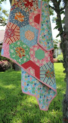 Beautiful vintage style quilt from Quilt Rhapsody on etsy