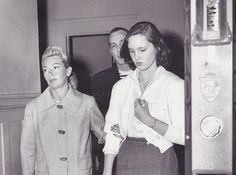 Lana Turner with her 13 yr. old daughter-Cheryl Crane, found wandering skid row one year before she interceded in a fight between her mother and then husband-Johnny Stopanado, stabbing him to death in 1957 Cheryl Crane, Justifiable Homicide, Life Of Crime, Lana Turner, Interesting History, True Crime, History Facts, Old Hollywood, Vintage Photos
