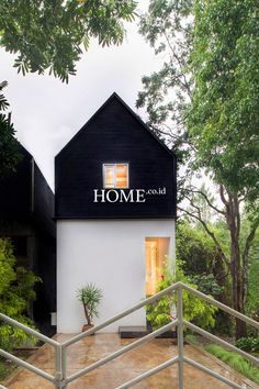 Id profil: dendy darman- gerak cepat desainer bandun Minimalist House Design, Small House Design, Minimalist Home, Modern House Design, Facade Design, Exterior Design, Compact House, A Frame House, Facade Architecture