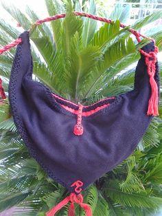 Borsa mod.sacca monospalla in maglia di lana foderata in panno di lana rossa, rifinita uncinetto