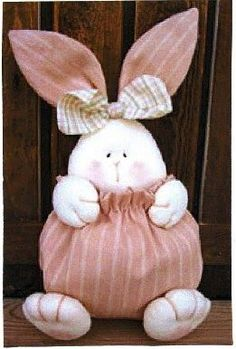 Bunny - Has a pattern. Bunny Crafts, Easter Crafts, Felt Crafts, Diy And Crafts, Spring Crafts, Holiday Crafts, Diy Ostern, Sewing Toys, Stuffed Animal Patterns