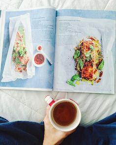 Cuando buscas inspiración para preparar recetas con salmón. Por suerte @donnahaymagazine siempre tiene unas super fáciles y diferentes! Y para acompañar una tarde fría mi té de guaraná bien caliente para energía con un toque de miel . . When you look for some inspiration in order to cook salmon luckily @donnahaymagazine has your back with amazing and super easy recipes. And for a chilly afternoon nothing is better than my guarana tea for some energy. . #saludable #nutricion #clubnutricional…