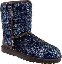 My favorite boots to wear in the winter!These boots are awesome. They are soft, comfortable. Red Ugg Boots, Ugg Snow Boots, Ugg Boots Sale, Winter Boots, Ugg Website, Uggs On Sale, Boots Store, Ugg Classic, Fashion Boots