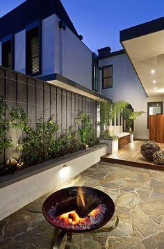 bluestone crazy paving - like the colour, nice contrast against a light colour wall. Outdoor Areas, Outdoor Rooms, Outdoor Living, Living Pool, Desing Inspiration, Crazy Paving, Paving Ideas, Alfresco Area, Outdoor Retreat
