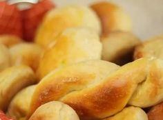 Pão de Batata de Liquidificador - Veja mais em: http://www.cybercook.com.br/receita-de-pao-de-batata-de-liquidificador.html?codigo=107971
