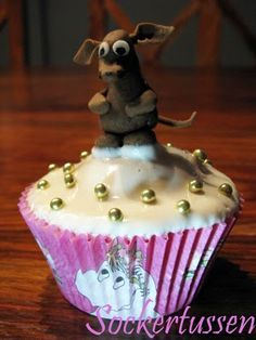 Sniff cupcake! Moomin Shop, Sweet Treats, Cupcakes, Baking, Desserts, Crafts, Food, Tailgate Desserts, Sweets