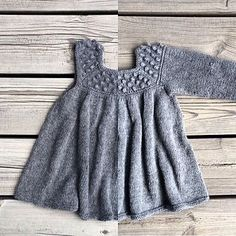 The Roxy dress is knitted from the top down. The yoke with bubbles is knitted back and forth following a chart. After knitting back and forth according to the chart, the dress in knitted in stocking stitch in the round.